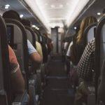 Explotan los audífonos a una mujer mientras dormía en un vuelo a Australia (FOTOS)