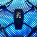 Intel alcanza récord al volar 100 mini drones en un espacio cerrado